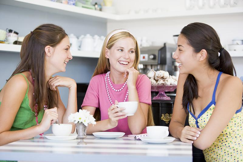 復縁のことばかり考えず信頼できる友達とのひと時を楽しむ